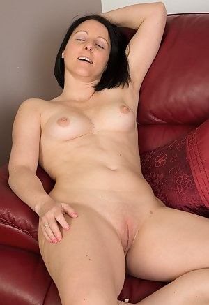 Sexy Moms Shaved Pussy Porn Pictures