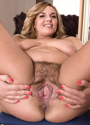 Sexy Moms Spreading Porn Pictures