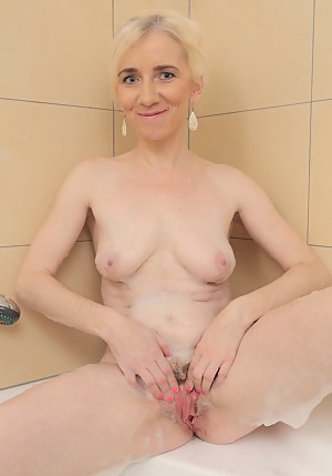 Sexy Moms Wet Pussy Porn Pictures