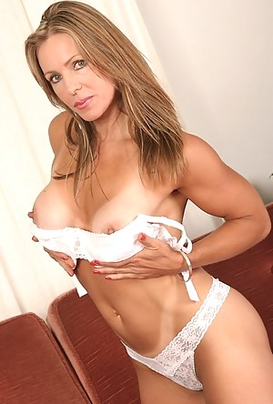 Sexy Tanned Moms Porn Pictures