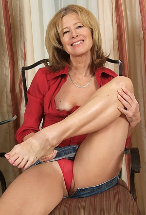 Sexy Moms Legs Porn Pictures