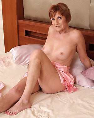 Sexy Mature Moms Porn Pictures