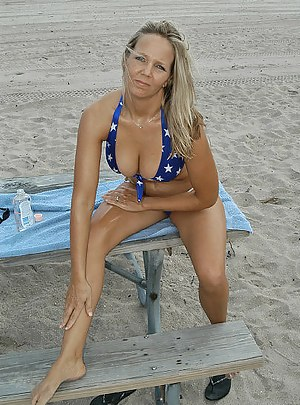 Sexy Moms Beach Porn Pictures