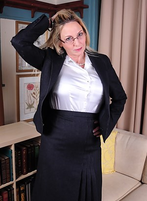 Sexy Moms Teacher Porn Pictures