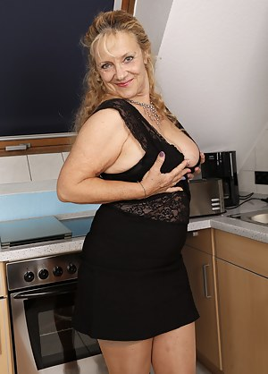 Sexy Moms Skirt Porn Pictures