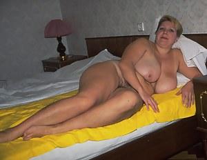 Sexy Moms Bedroom Porn Pictures