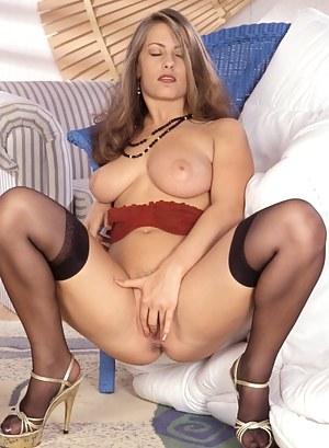 Sexy Moms Masturbation Porn Pictures