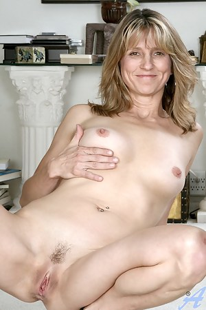 Sexy Moms Trimmed Pussy Porn Pictures