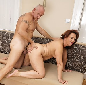 Sexy Moms Doggystyle Porn Pictures