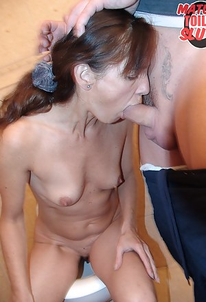 Sexy Moms Toilet Porn Pictures