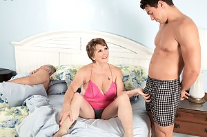 Sexy Moms Cuckold Porn Pictures