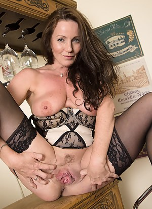 Sexy Moms Pussy Porn Pictures