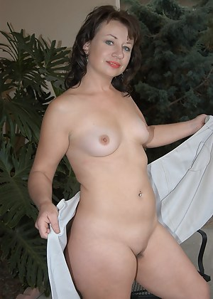 Sexy Moms Outdoor Porn Pictures