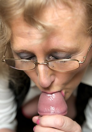 Sexy Moms Blowjob Porn Pictures
